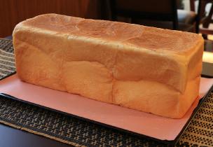 あの「焼きたてドデカ食パン」